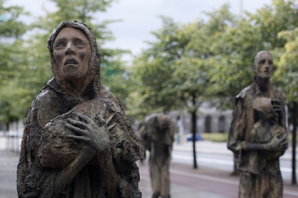 essay on the irish potato famine Potato famine of 1845 essay 1609 words | 7 pages at the end of the summer of 1845, a thick rain fell throughout ireland, carrying with its pores of blight that.
