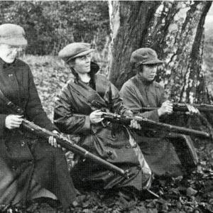 Cumann na mBhan members at target practice. Credit An Phoblacht