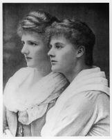 Eva-and-sister-10091333-1