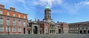 ireland_dublin_castle_up_yard